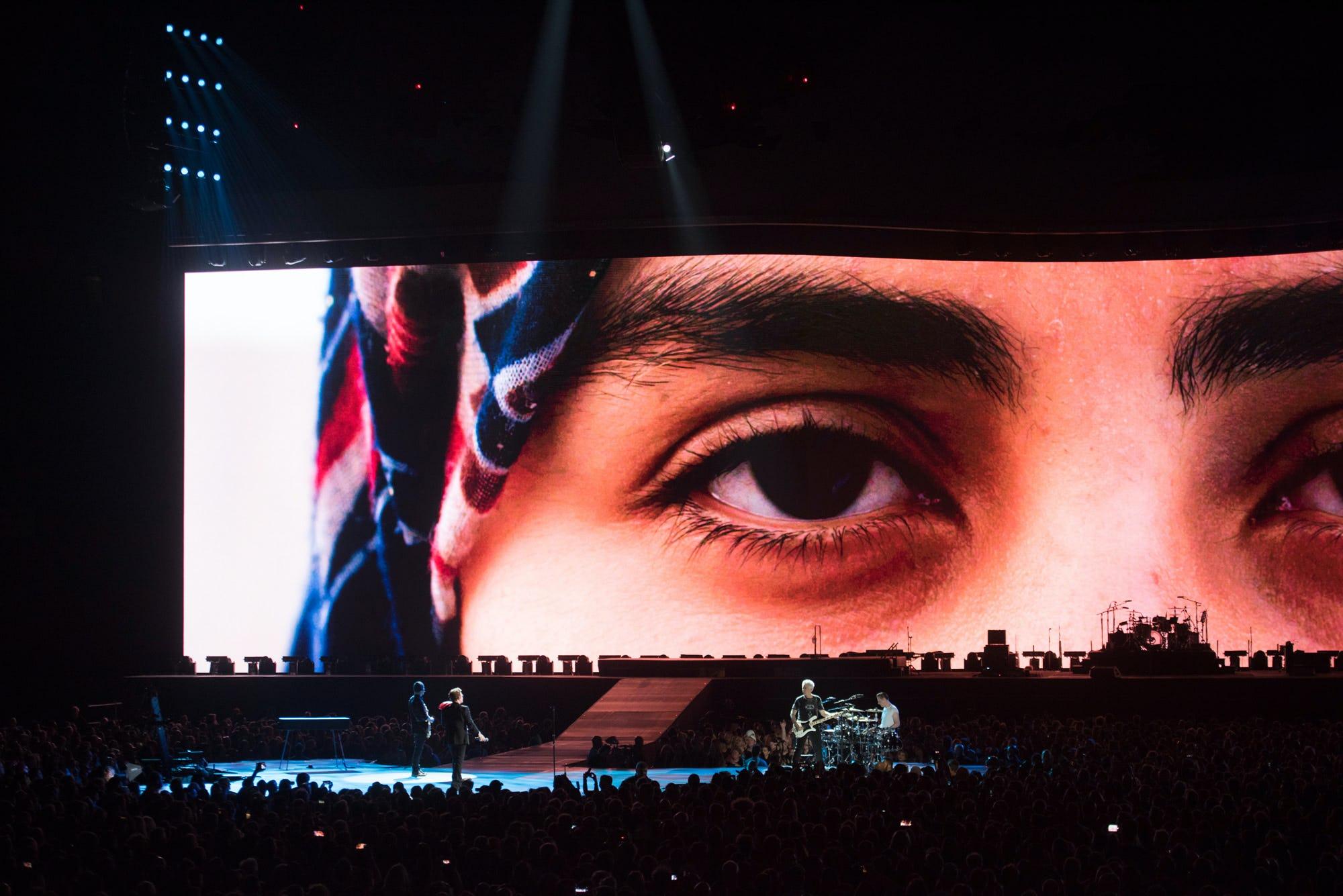 U2 Joshua Tree face close up