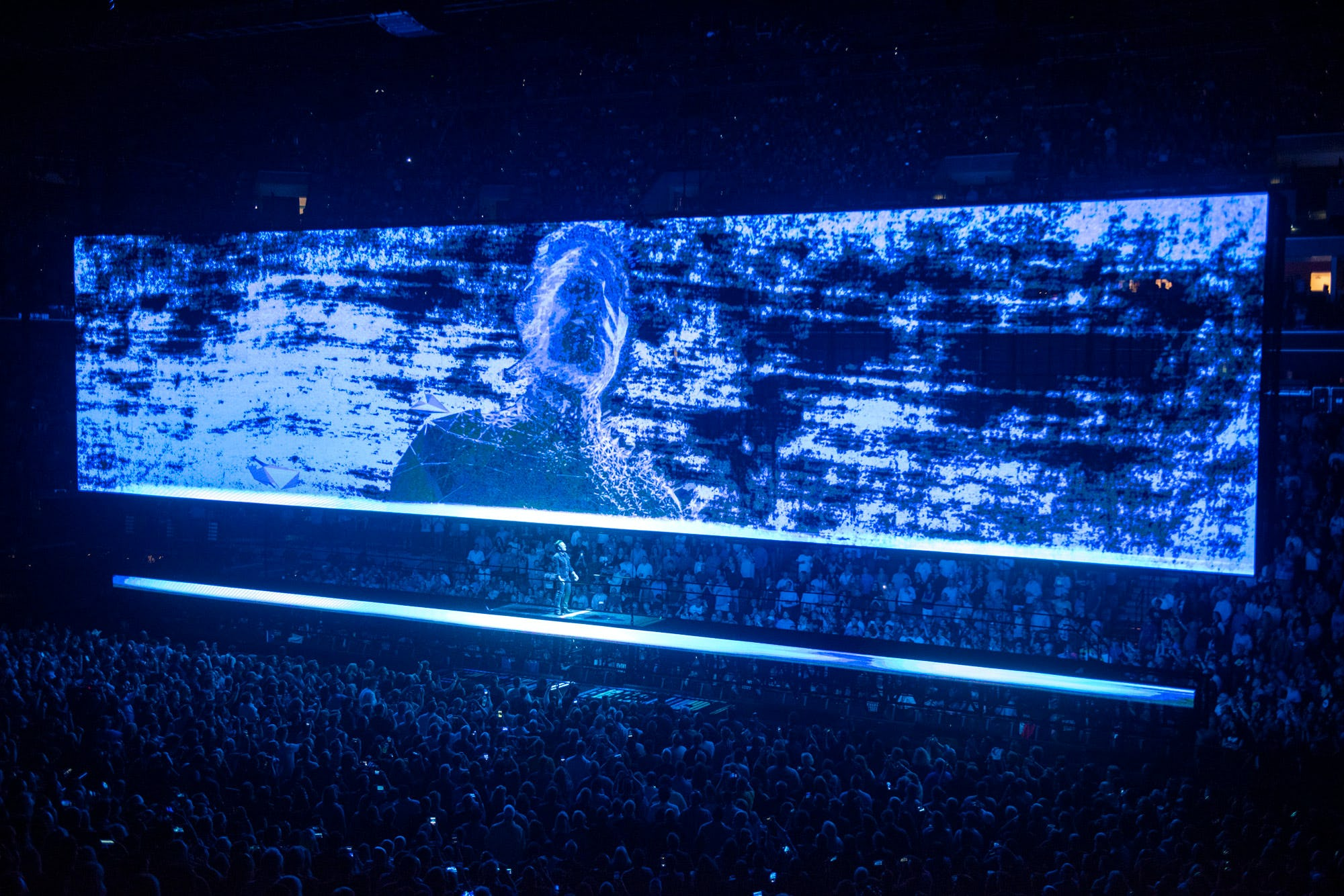 U2 AR bono on stage and face on screen