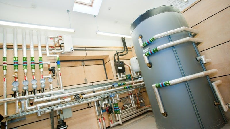 Biomass plant room with thermal store