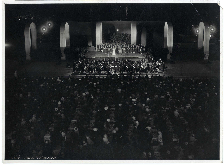 1933, V Triennale, Concerto serale nel piazzale d'onore, Foto Crimella