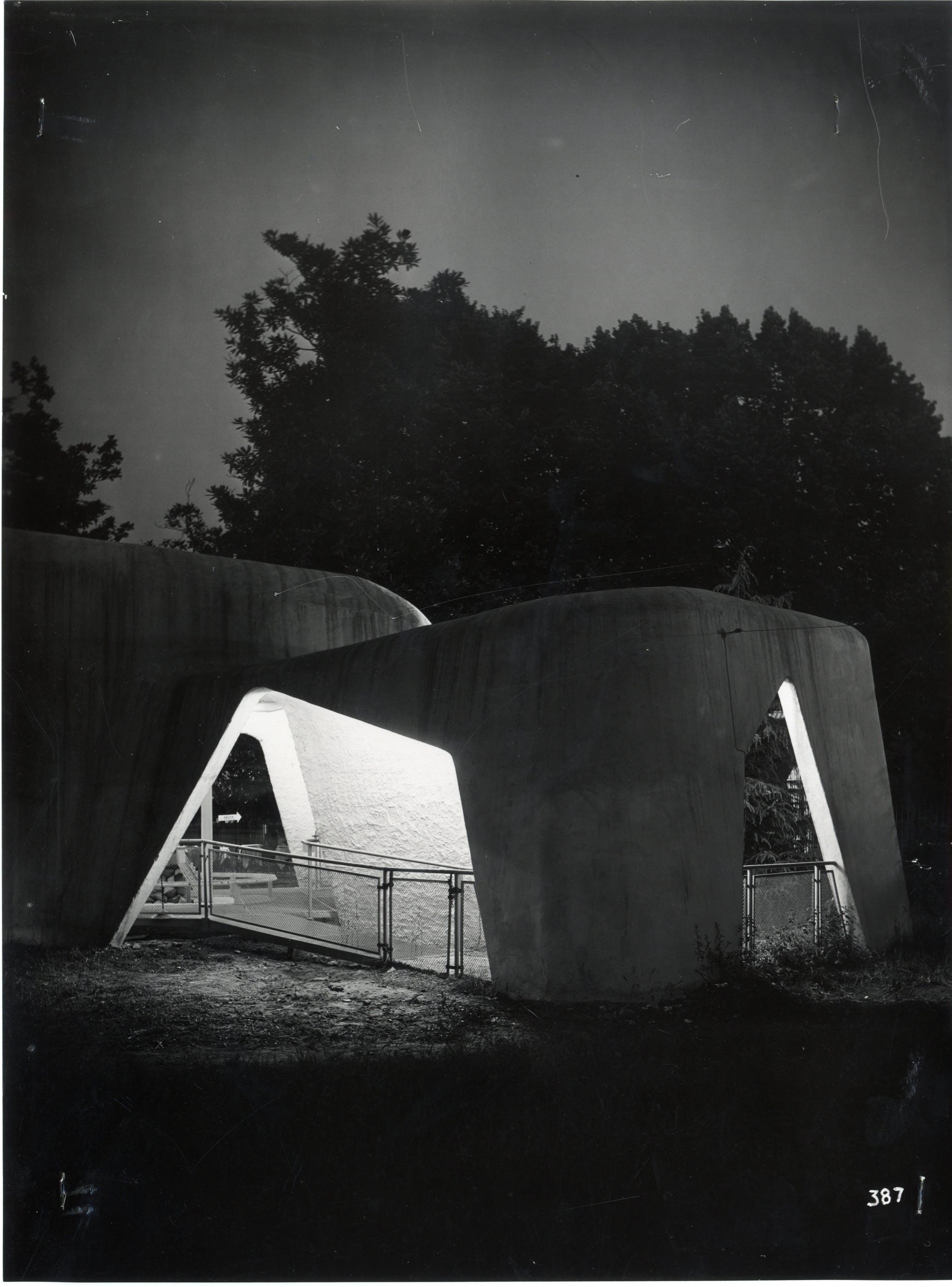 1951, IX Triennale, Mostra internazionale dell'architettura in movimento – Stazione di partenza della seggiovia di Parco Sempione, Foto Ancillotti