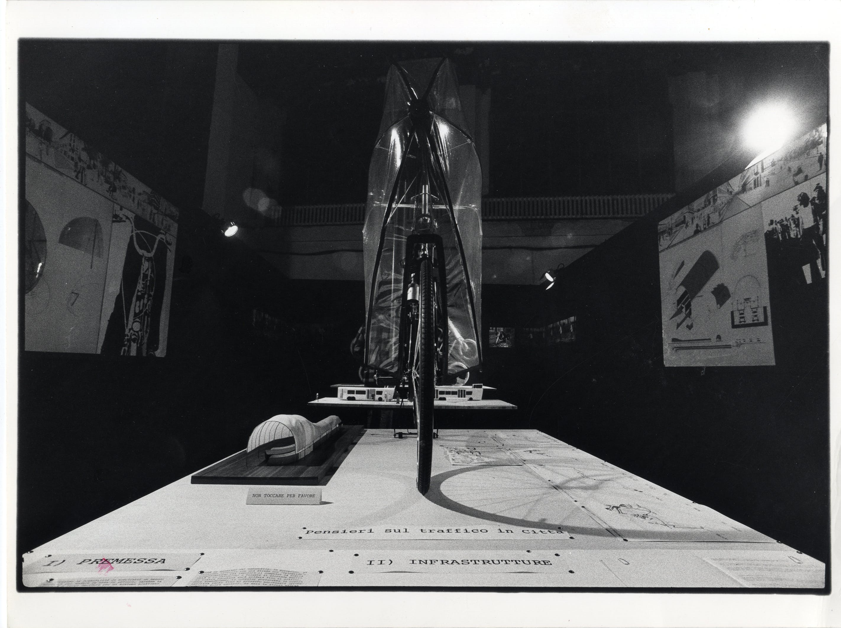 Sezione dedicata a Richard Sapper nella mostra Inizio di un censimento. Verso la raccolta per la sezione La sistemazione del design durante il primo ciclo di mostre della XVI Triennale, 1979. Foto Luciana Mulas © Triennale Milano