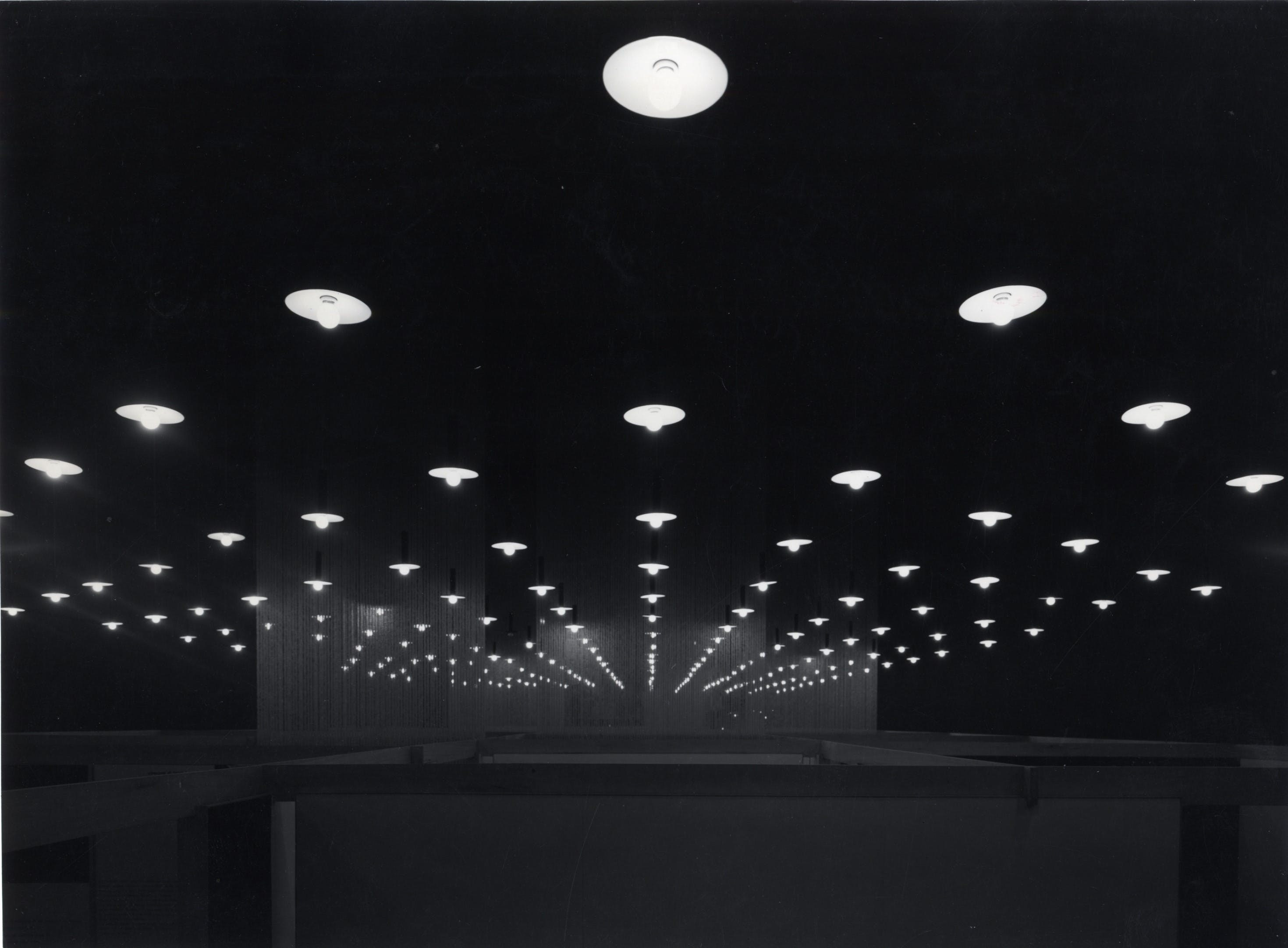 Mostra internazionale dell'Industrial Design, progetto dell'allestimento degli architetti Sergio Asti, Gianfranco Frattini, grafici Giulio Confalonieri e IlioNegri, 1957 - Triennale Milano