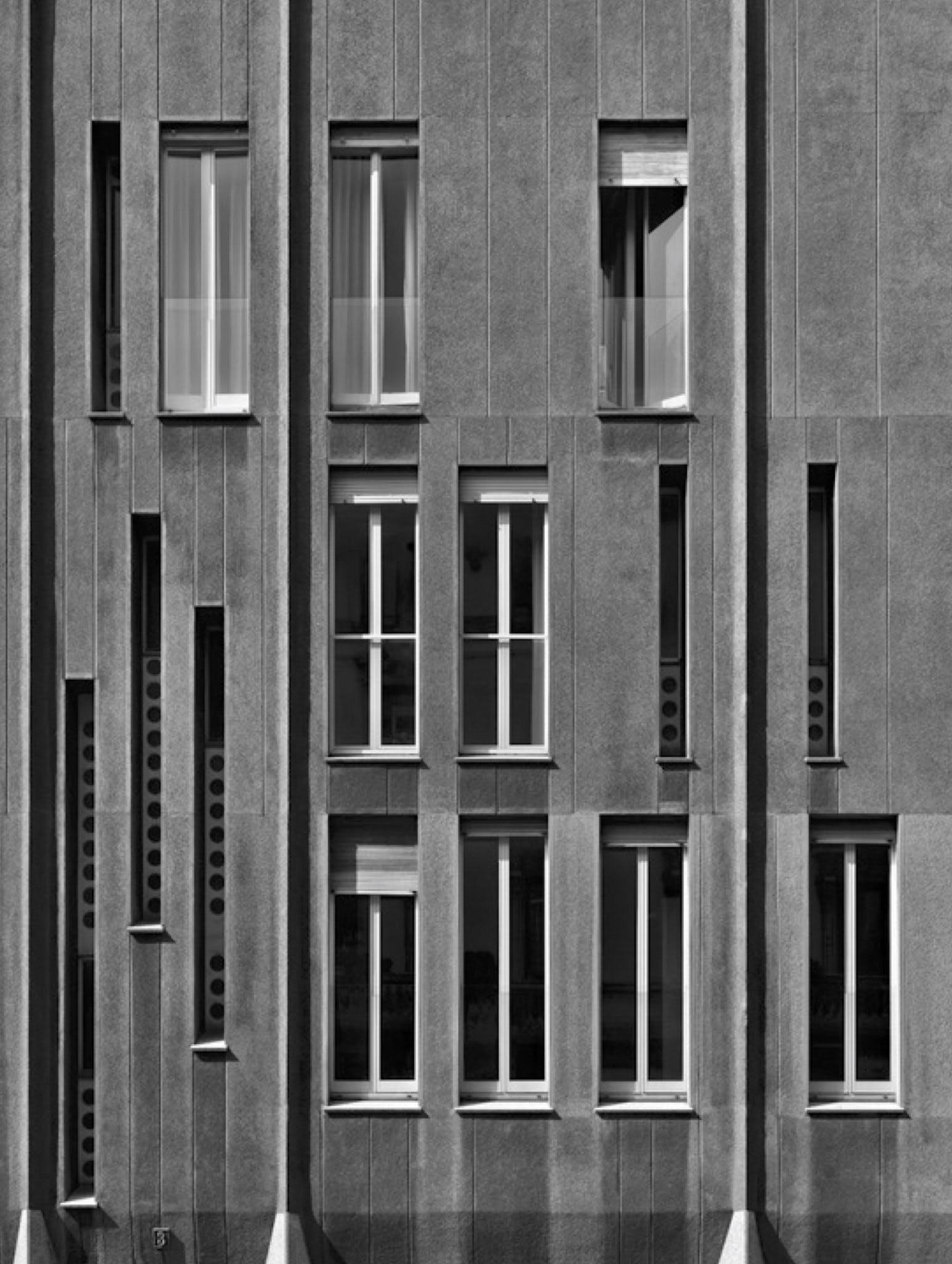 Vico Magistretti, edificio residenziale, Via San Gregorio, Milano © Flickr