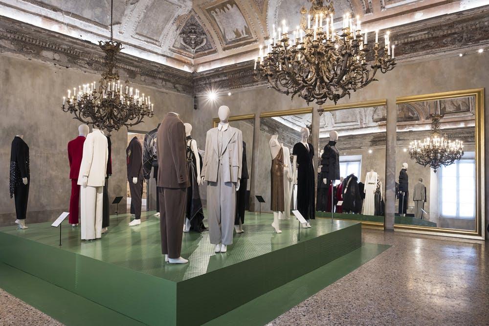 Italiana. L'Italia vista dalla moda 1971-2001. Sala Identità. Foto Francesco de Luca – Commesso fotografo
