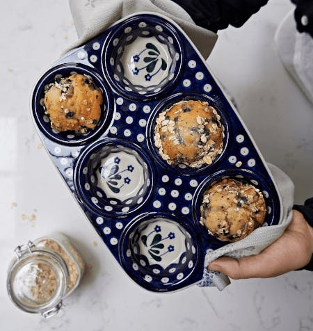 baking tray for muffins in daisy design