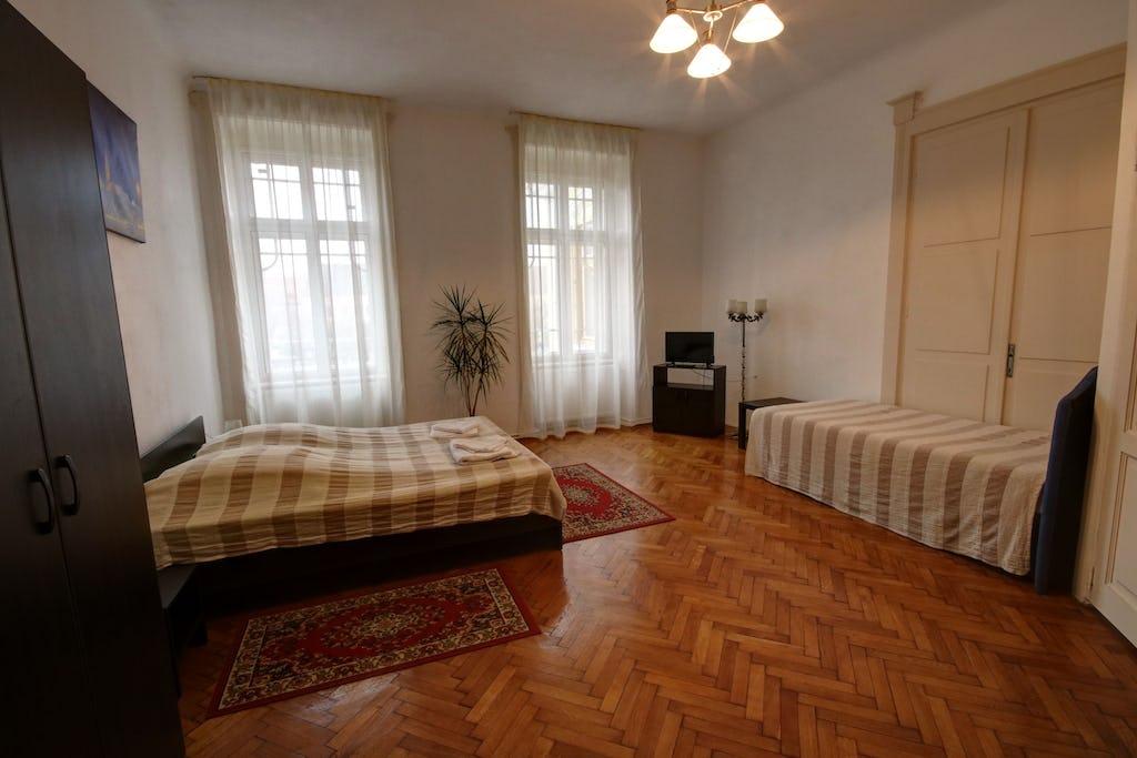 Cameră cu pat de două persoane și pat single