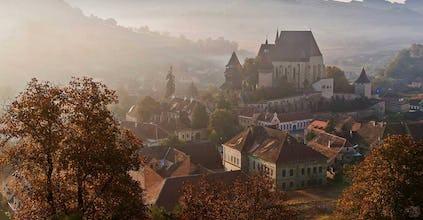Sonnenuntergang über Birthälm im Transsilvanien