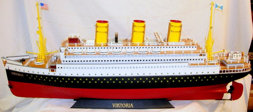 "MARKLIN ""Viktoria"" Tinplate Model Liner"