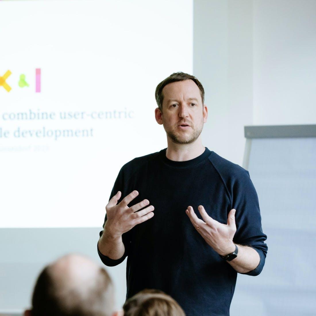 UX-Enablement: Vortrag von UX-Mentor Hias Wrba