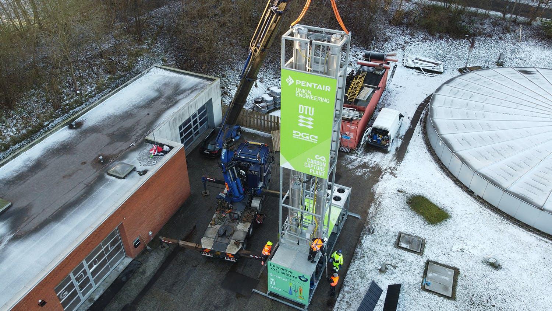 Forskere fra DTU arbejder med det EUDP-støttede projekt BioCO2, der skal fange CO2 fra et biogasanlæg. Foto: EUDP