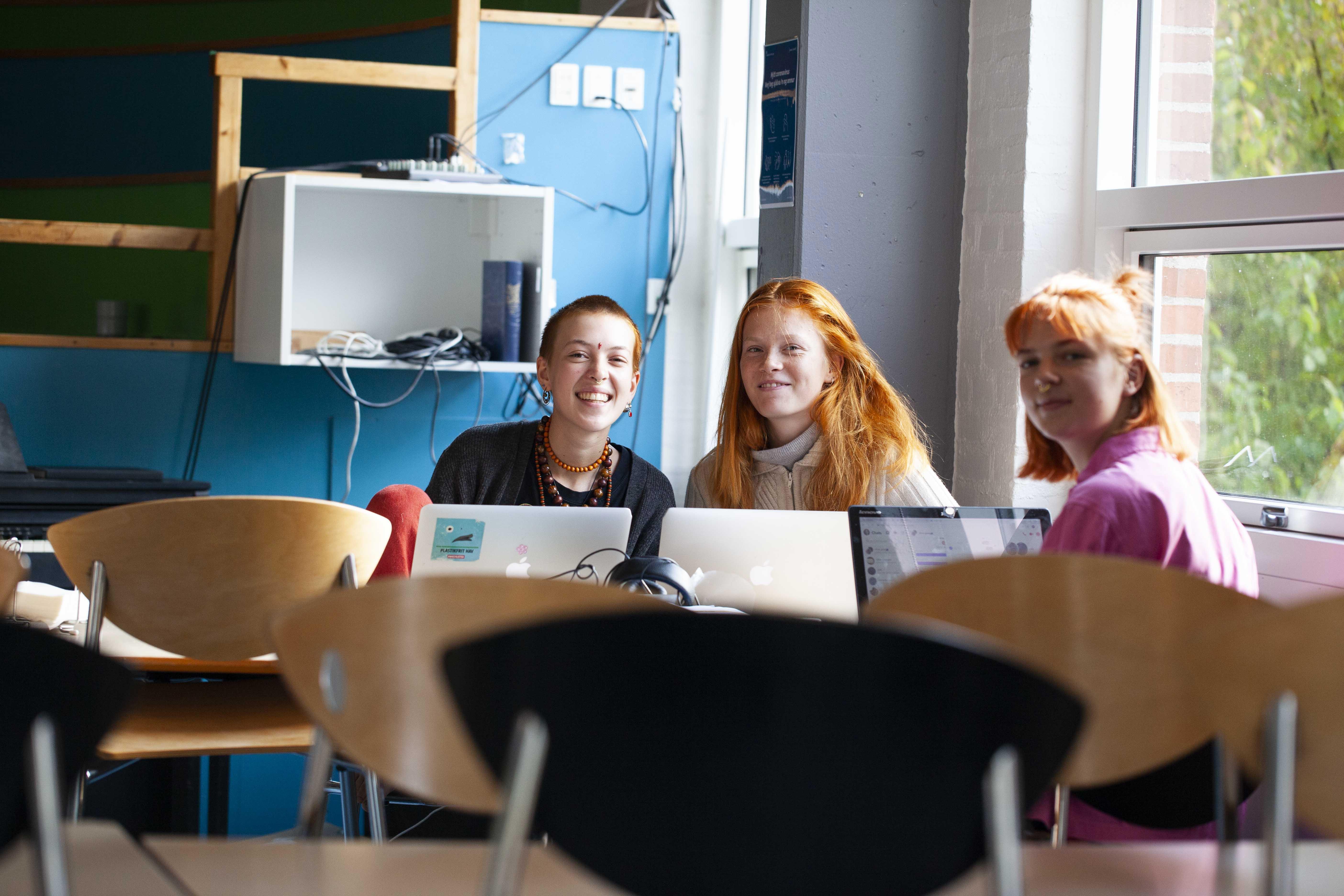 Elever fra Langelands Efterskole udveksler idéer til, hvordan de kan gøre deres efterskole endnu mere bæredygtig.  Foto: Mie Lorentzen