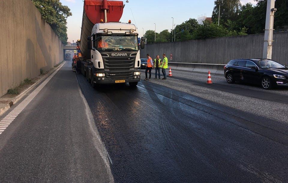 Vejdirektoratet har afprøvet en ny, klimavenlig asfalt fire steder i landet, her i Helsingør. Resultaterne er gode. Foto: Transport- og Boligministeriet