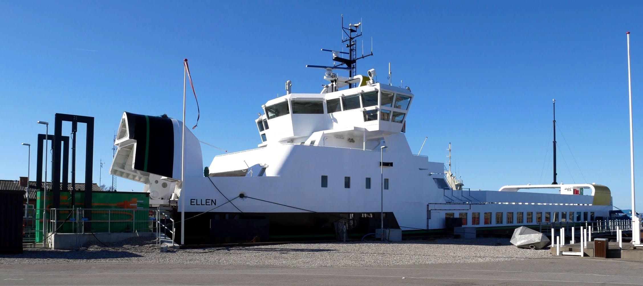 Elfærgen Ellen er med sine 50 tons batterier den første danske færge, der sejler på ren elektricitet. Foto: Ærø EnergyLab