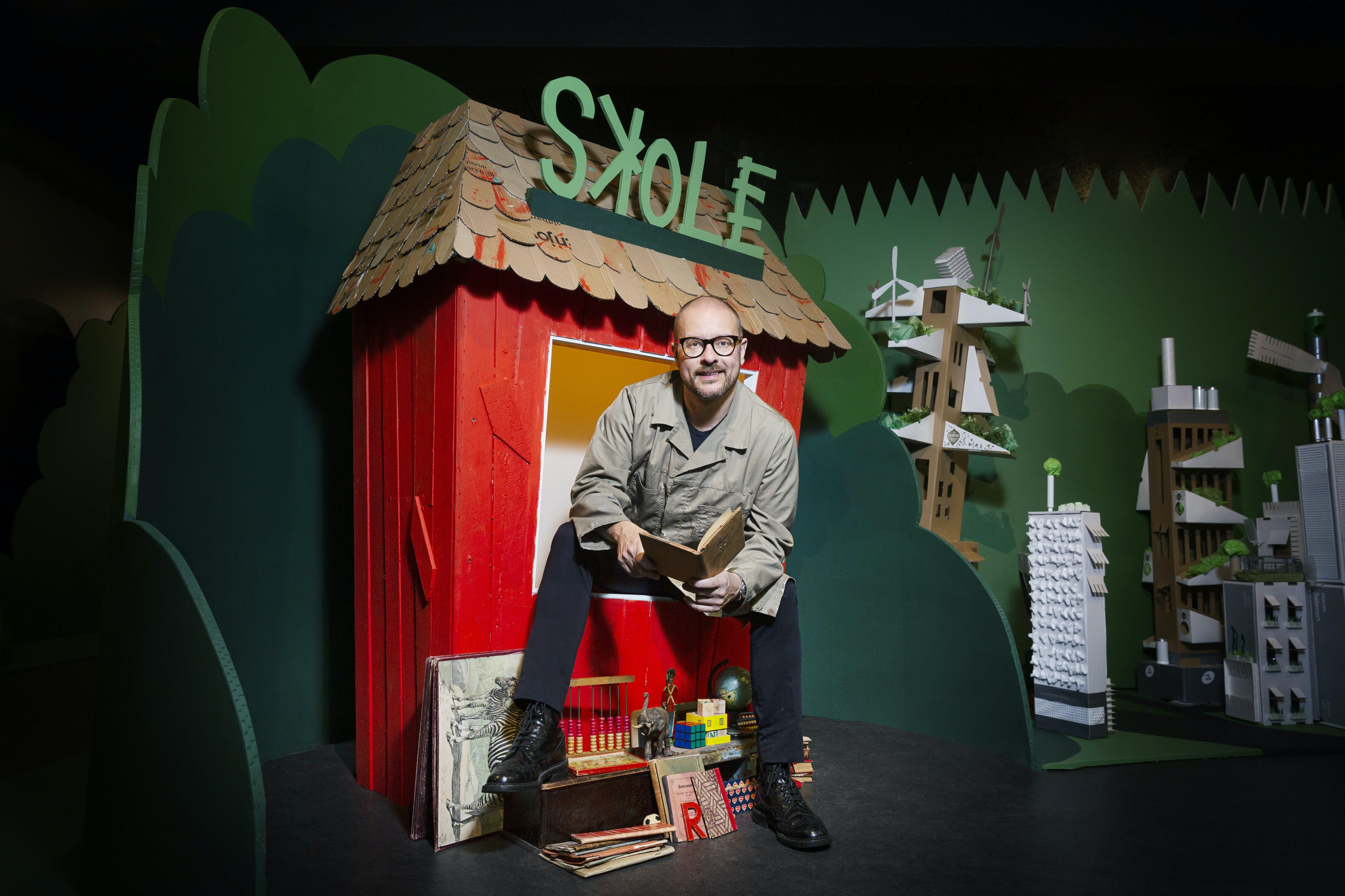 Multikunstner Shane Brox har sammen med Naturhistorisk Museum i Aarhus lavet en udstilling om Verdensmålene i børnehøjde. Foto: Naturhistorisk Museum Aarhus