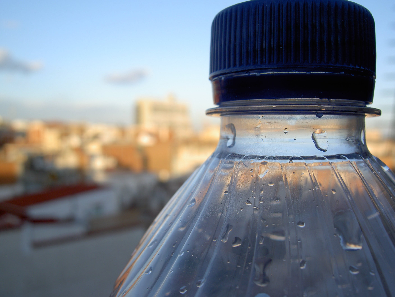 Byrådet har besluttet af smide flaskevand på porten. Fremover står det på postevand. Foto: stvcr CCBY