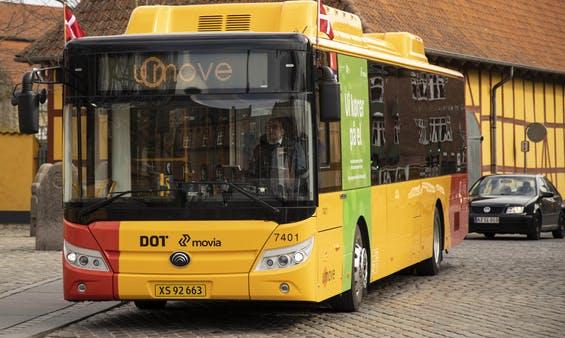 De nye elbusser kan bl.a. kendes på de to 'pukler' på taget, hvor en del af batterierne er. Foto: Roskilde Kommune.