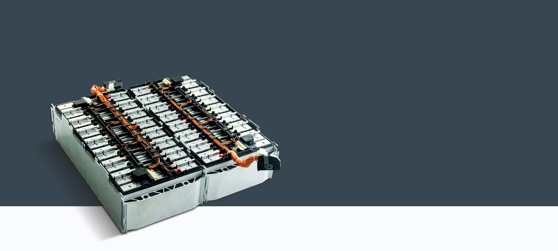 صندوق بطارية للمركبات الكهربائية على خلفية رمادية