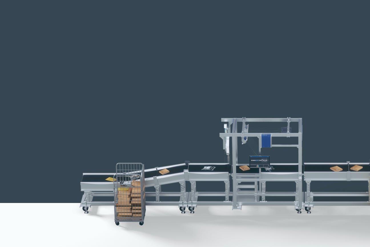 Eine automatisierte Komplettlösung zur Sendungssortierung von VITRONIC vor grauem Hintergrund