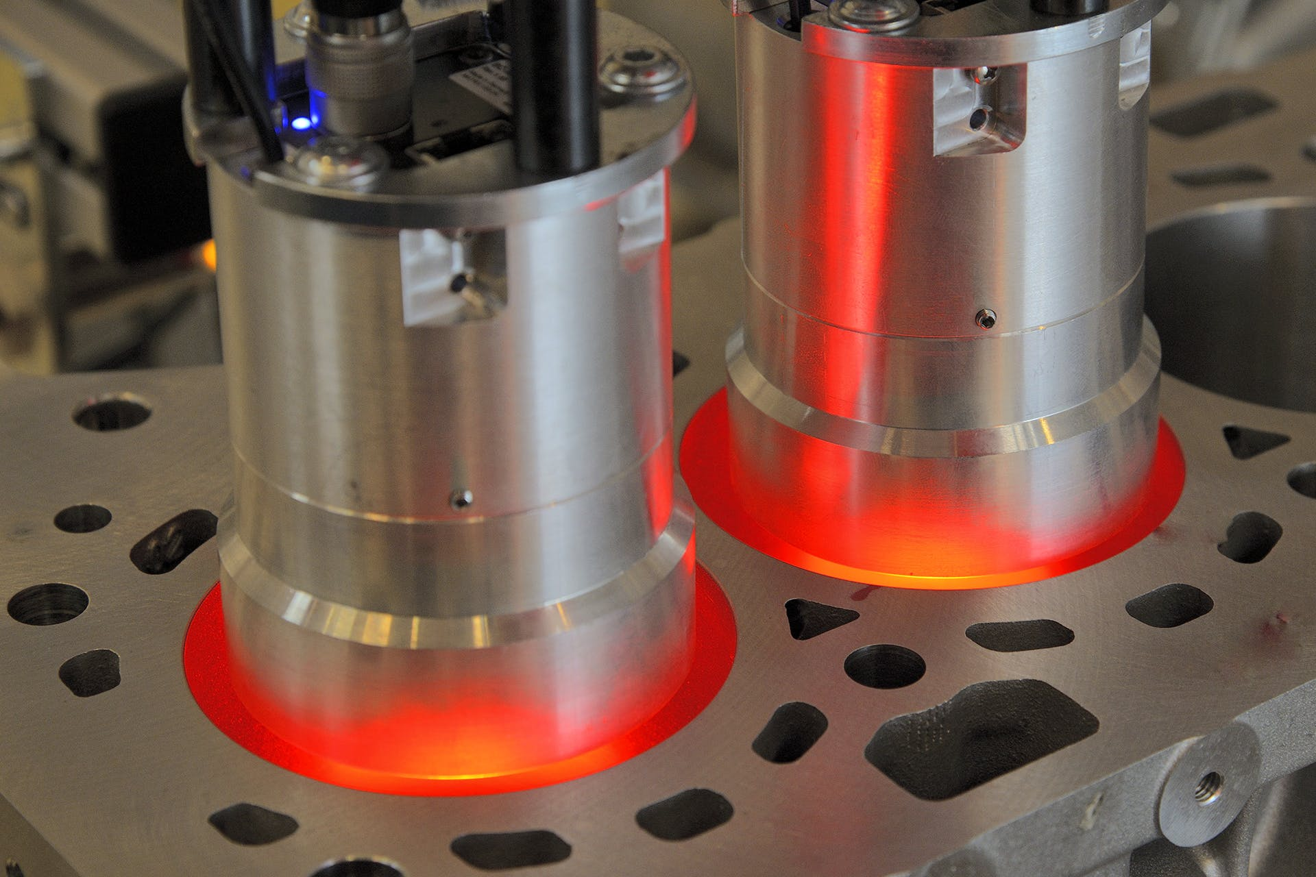 Automated surface inspection—VINSPEC inspection systems inspect inline powertrain components.