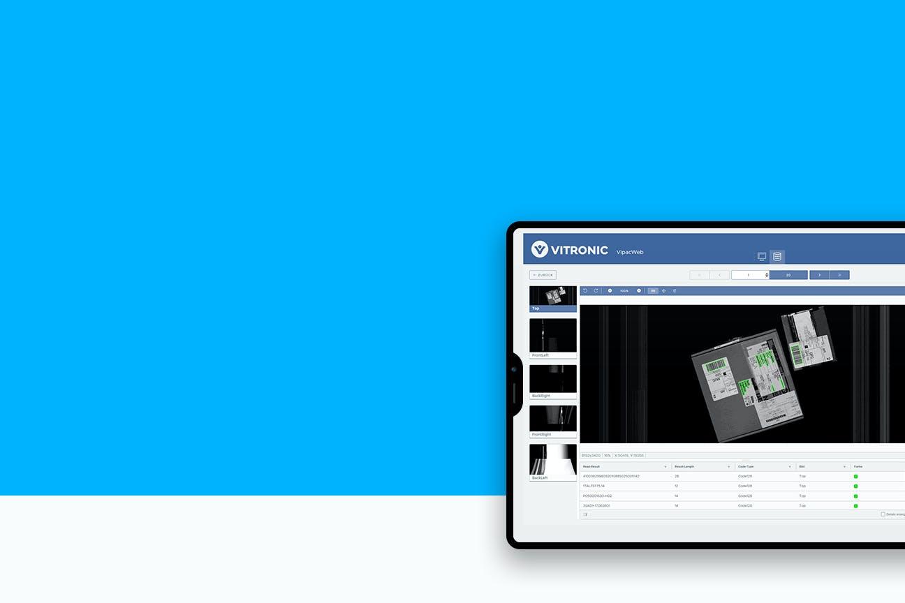 Ein Tablet vor blauem Hintergrund zeigt eine Softwareoberfläche mit Paketen und Daten.