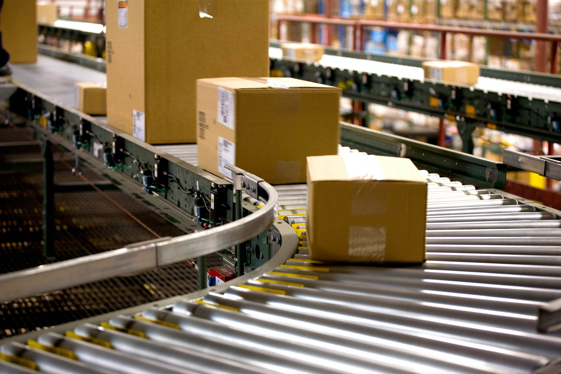 Many packages run on conveyor belts in the incoming goods area