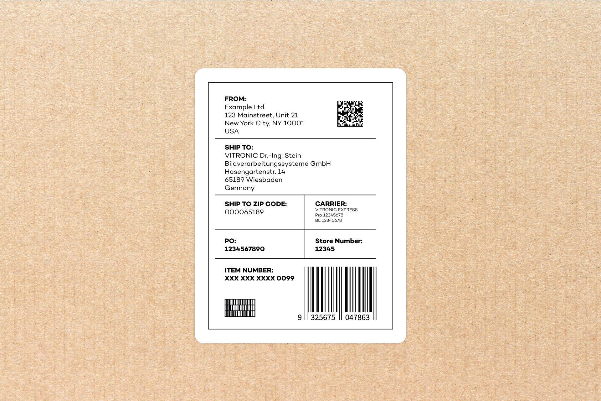 Großaufnahme eines Adressetiketts auf einem Paket