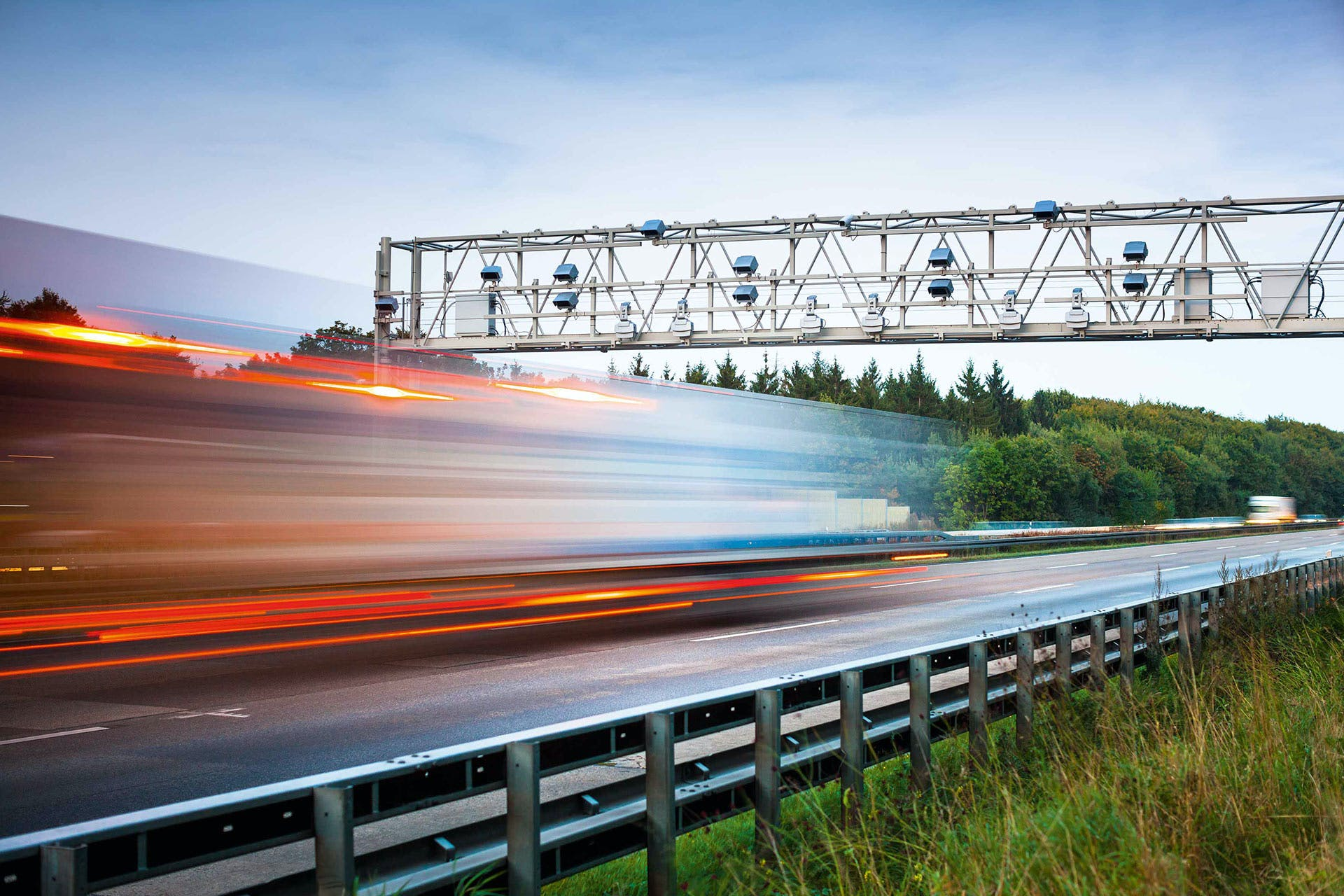 Toll gantry for distance-based road charging and enforcement