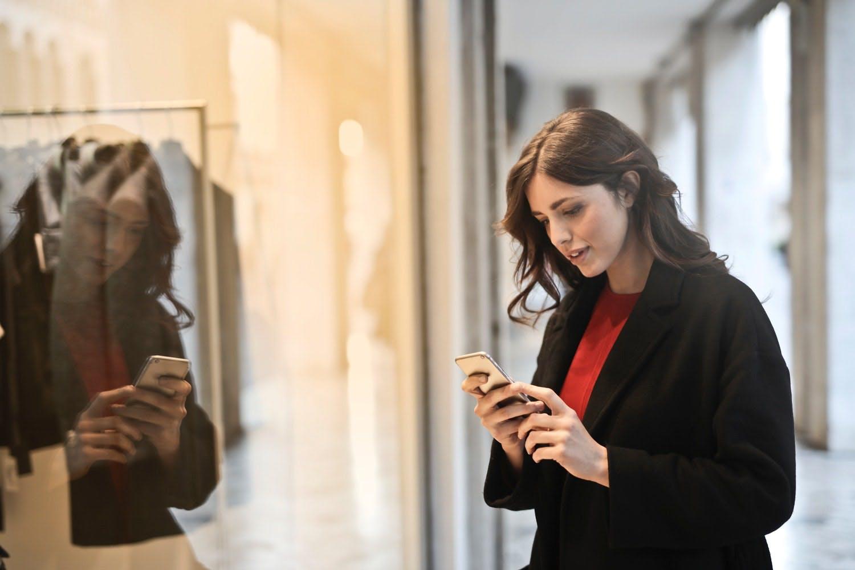 le recensioni positive attirano nuovi clienti nel tuo negozio fisico e online