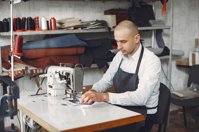 il produttore che non ha competenze in digital marketing può sfruttare il dropshipping per costruire un ecommerce e iniziare a vendere online
