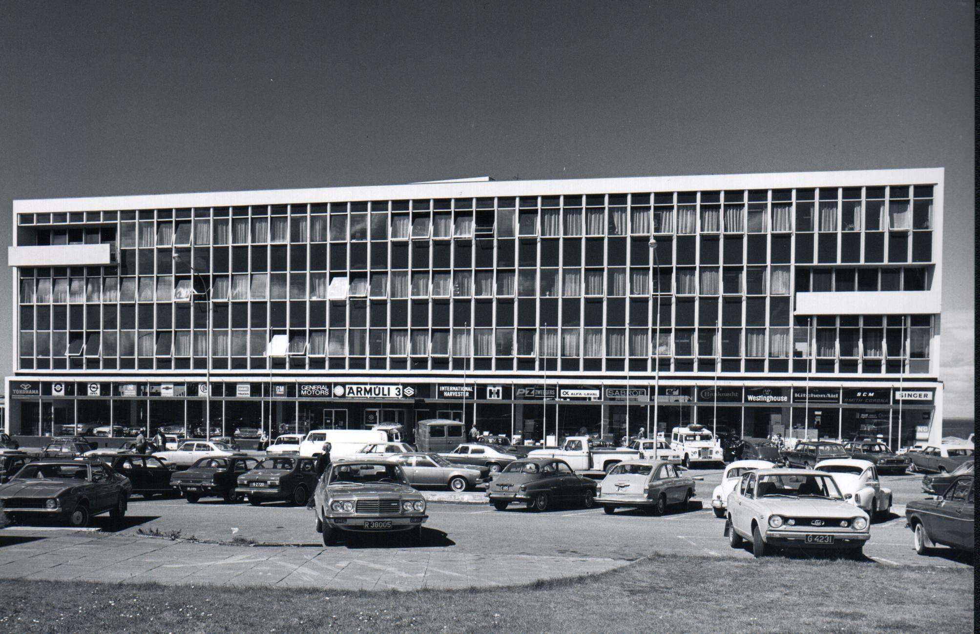 Mynd tekin árið 1972 af höfuðstöðvum VÍS í Ármúla 3