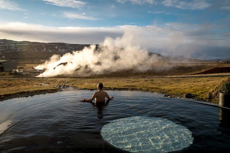 A man bathing in Krauma bath