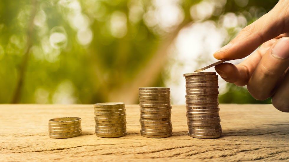 Calcul du revenu d'un enseignant du moniteur d'auto-école indépendant