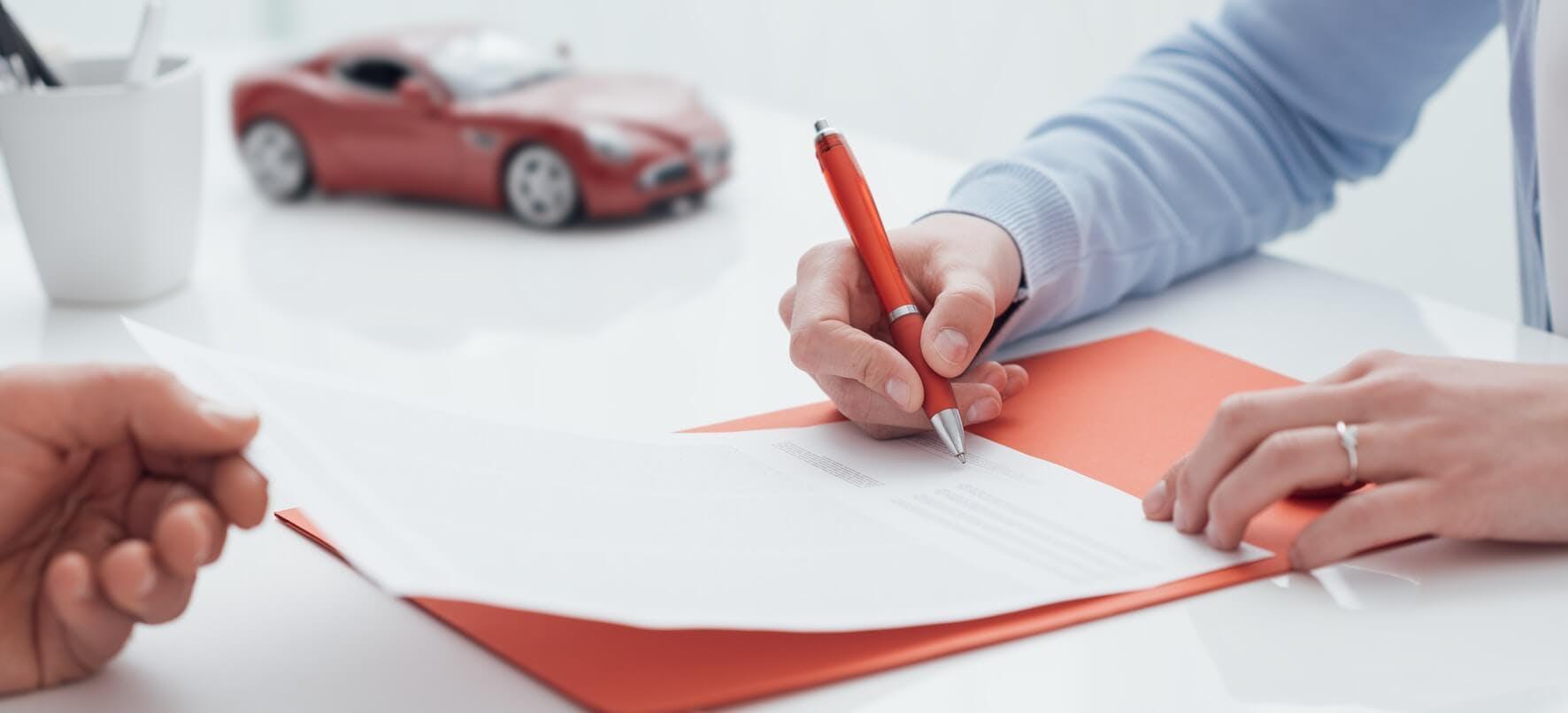 Signature de contrat enseignant de la conduite partenaire d'Ornikar