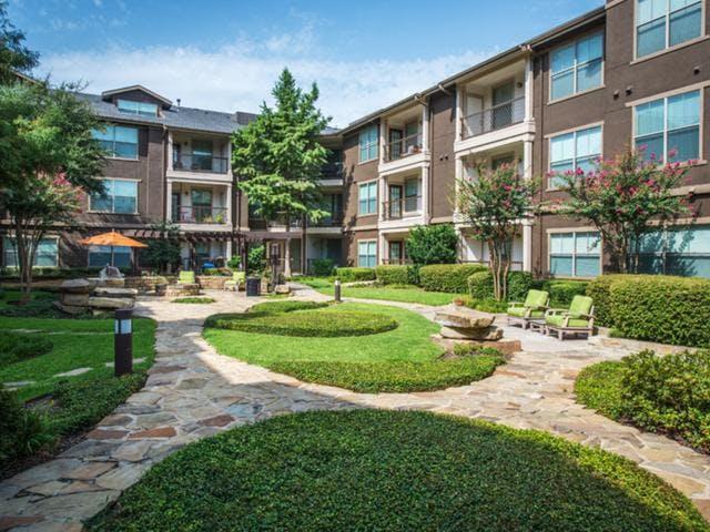 Easton Apartments – Dallas, TX