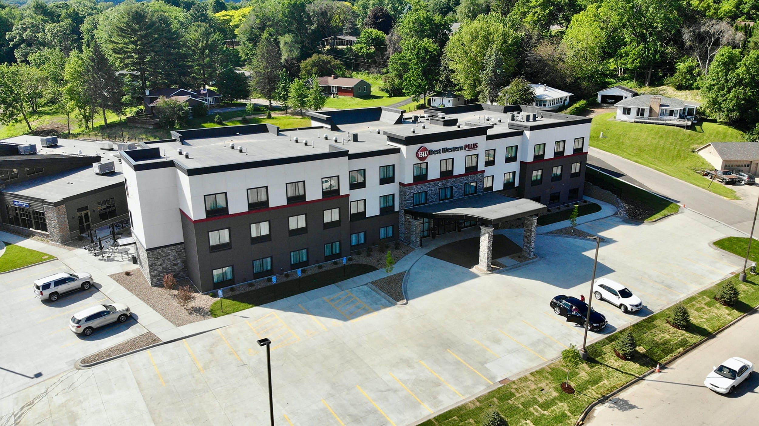 Best Western Plus, La Cescent, MN -Aerial View