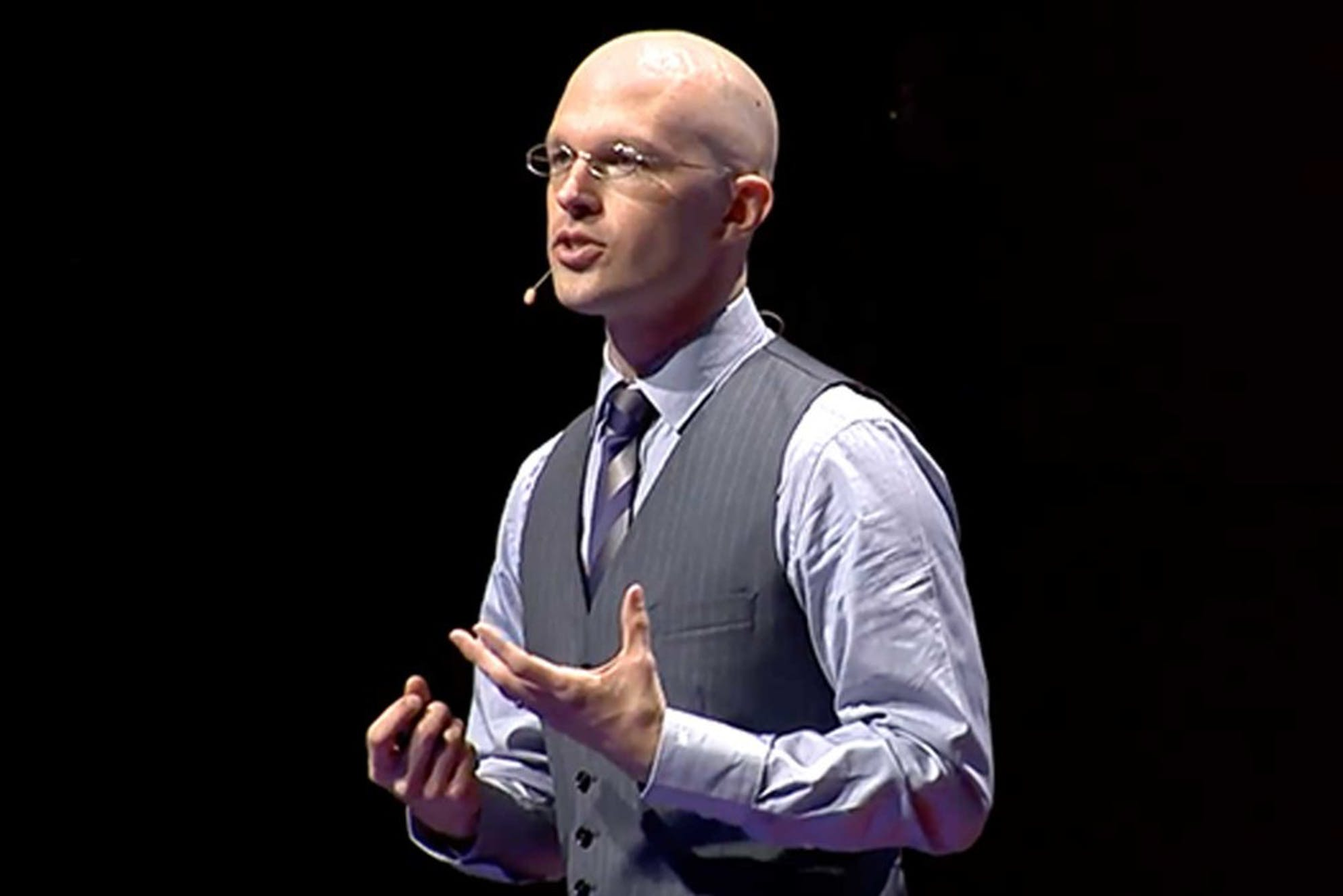 Josh Kaufman on stage tells people how to learn anything on your own