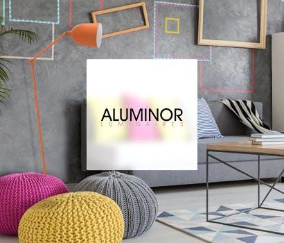 Logo Aluminor Luminaires avec en fond un salon