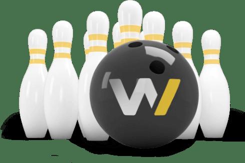 Boule de bowling Webqam s'apprêtant à faire un strike de quilles encore debouts