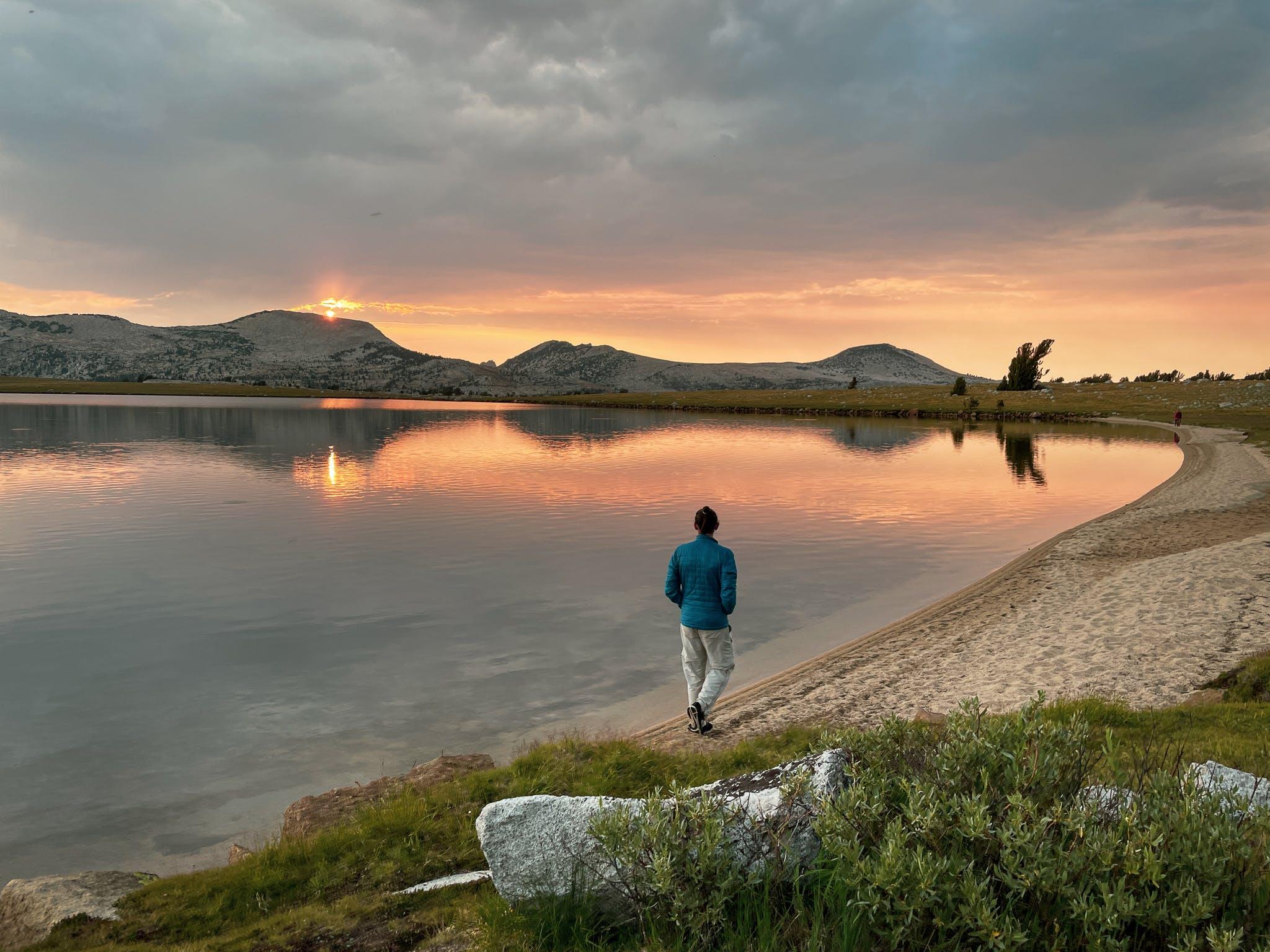 sunset camping at Evelyn Lake in Yosemite National Park