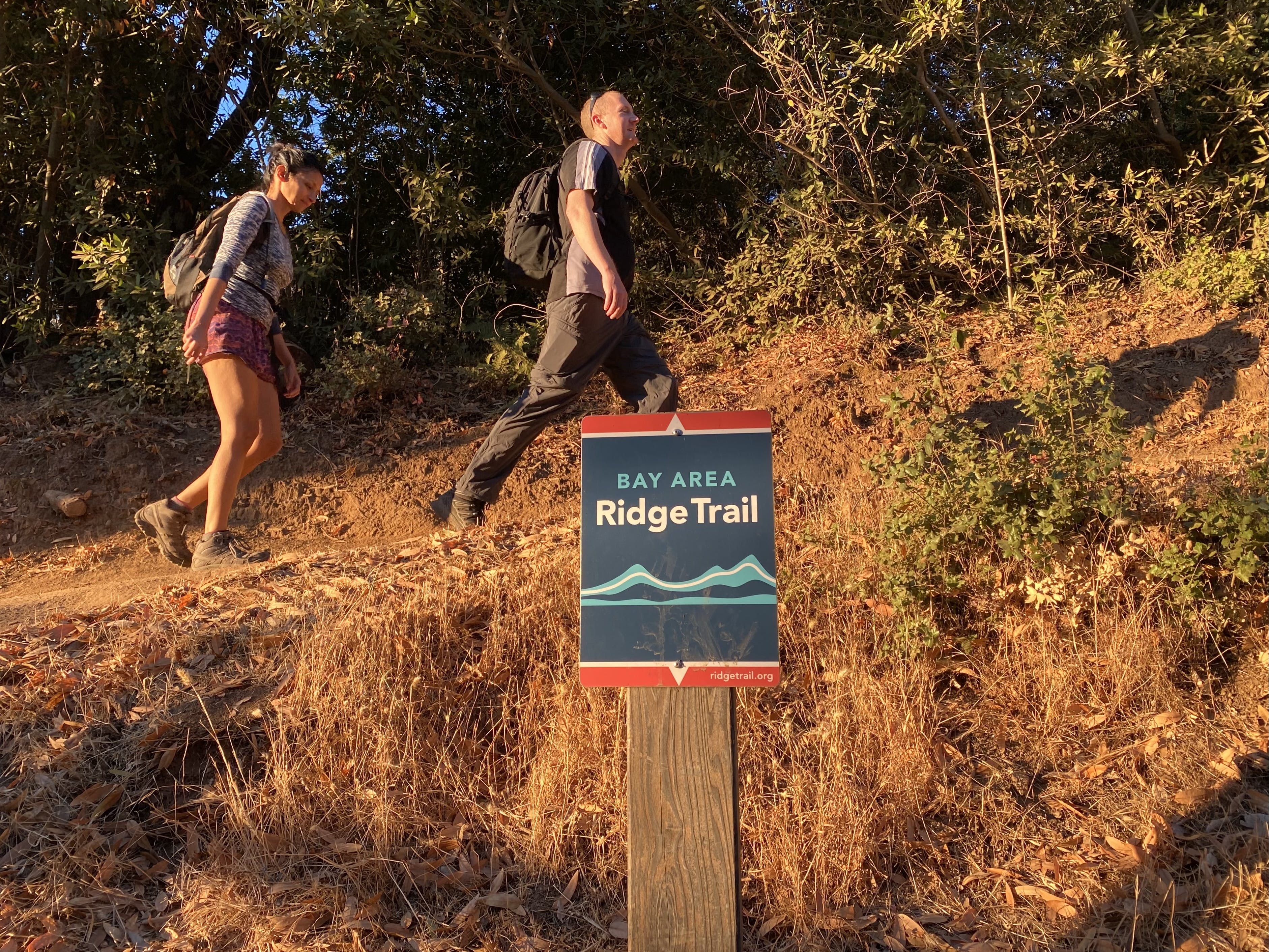 Two hikers heading up the Bay Area Ridge on the way up to the summit of Mount Umunhum