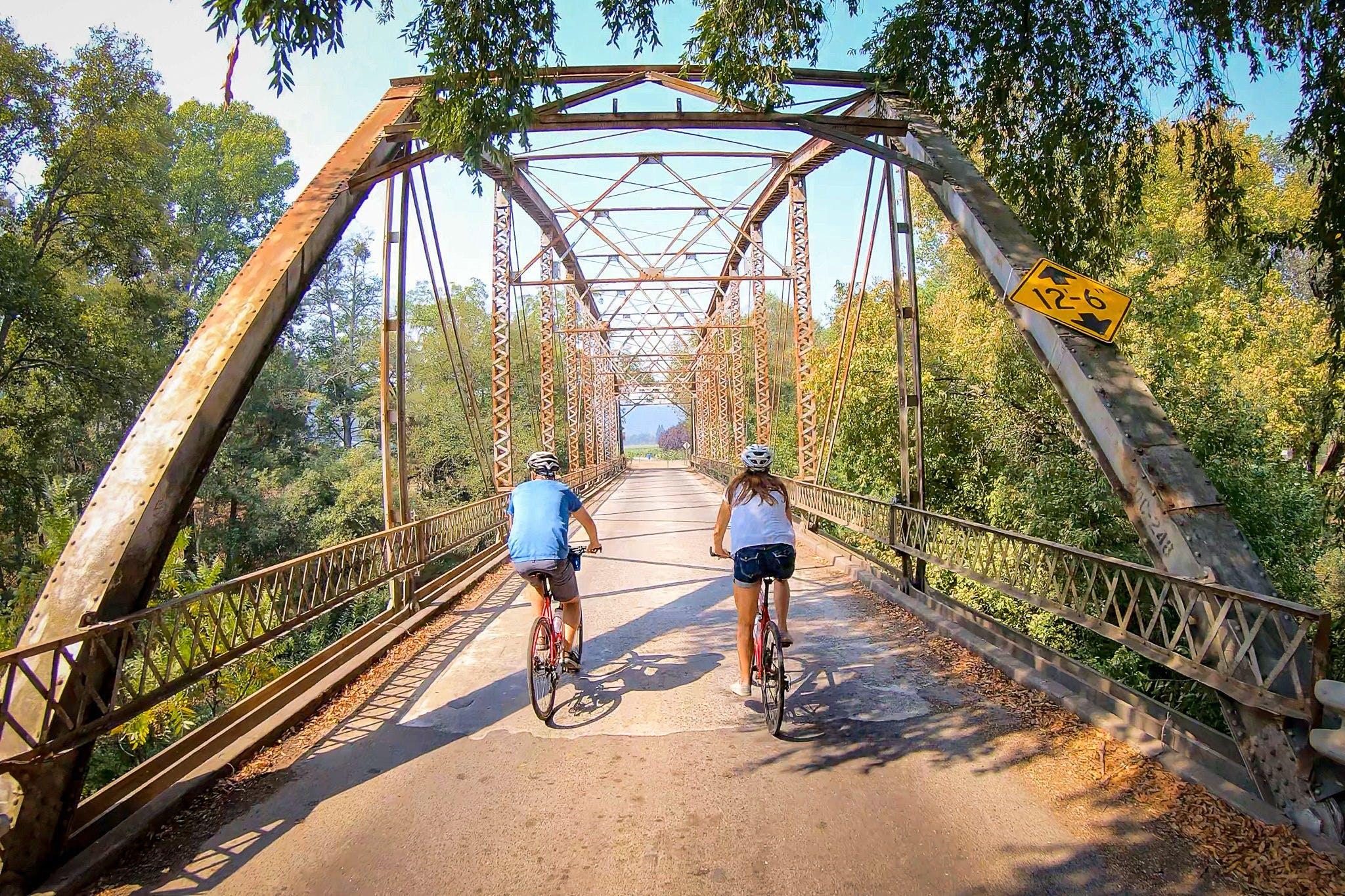 Rent a bike or E-bike at Getaway Adventures and wine taste along Dry Creek Valley in Healdsburg