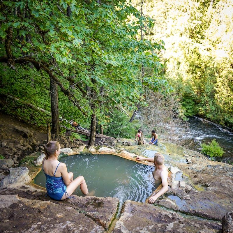 Hike to Umpqua Hot Springs in Southern Oregon