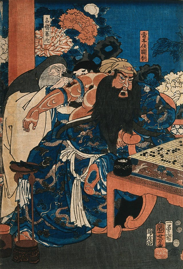 Colour print showing a bearded man (Guan Yu) playing go whilst a surgeon cuts between two tourniquets on his upper arm.