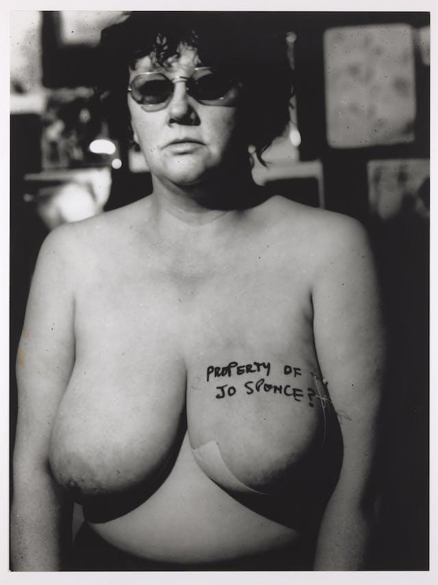 乔·斯宾塞的自画像,裸体,穿着衣服