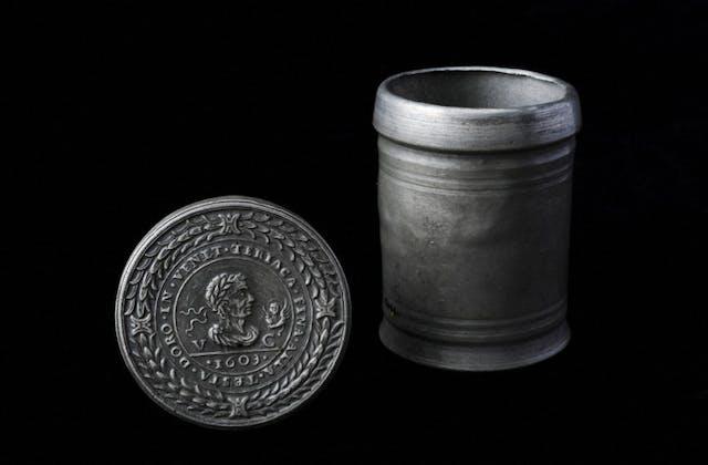 Venetian theriac container