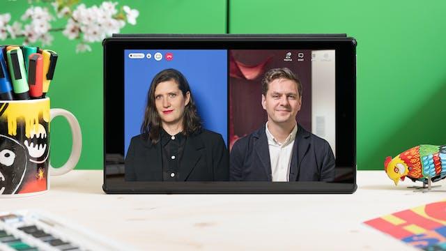 """一张石碑矗立在木质表面的照片,背景是一个鲜绿色的柜子和一枝鲜花。平板电脑屏幕上有劳丽·布里顿和乔治·瓦西的照片肖像,上面有视频通话图标""""人物""""、""""聊天""""和红色电话图标。"""