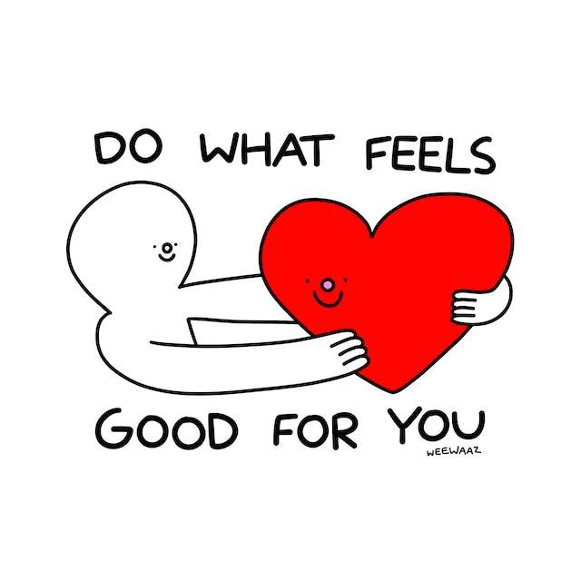 拿着大红色爱心脏的人,微笑,与文本