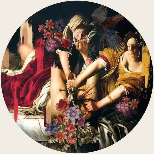 数字蒙太奇艺术作品使用的元素来自16世纪巴洛克女性画家Artemisia Gentileschi的作品,结合其他图像和插图元素。艺术品设置在一个圆圈内。这张照片显示了一名留着胡须的男子,部分穿着衣服,仰面躺着,头歪向观众。他被两名女子按住,其中一名女子用左手压低他的头,而右手似乎用剑割断了他的喉咙。鲜血从他的脖子上喷涌而出。他的脸被五颜六色的花遮住了一部分。不,其中一个女人的肩膀是两只黑色的乌鸦一样的鸟。有一条细细的白线从一个女人的脸上蜿蜒而行,沿着她的手臂,绕过剑柄,又回到另一个女人的手臂上,绕过她的头。