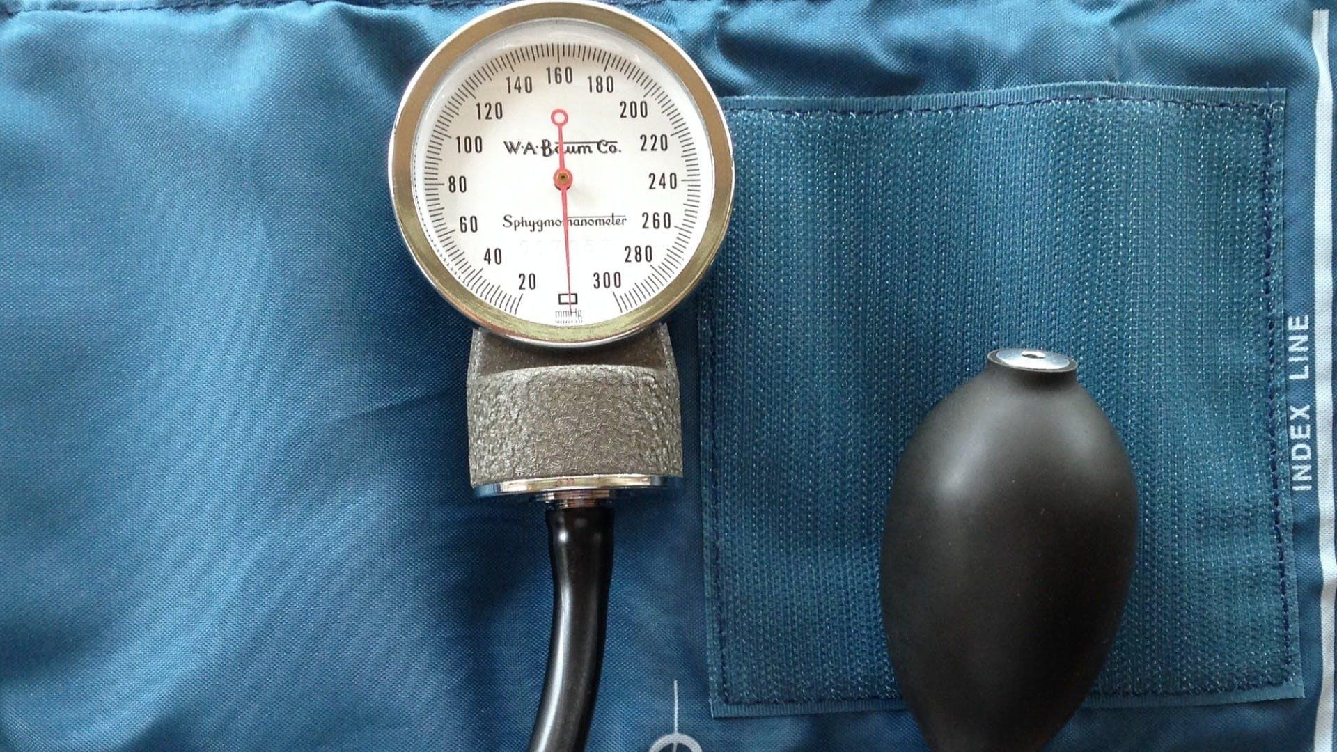 Blood pressure checker